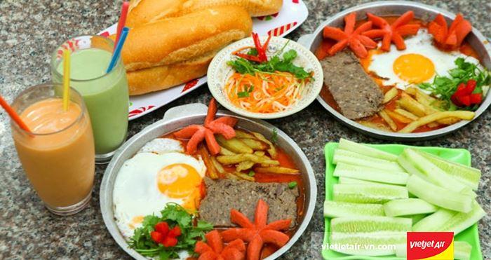 Bánh mì chảo là món ăn sáng tạo của người Hà Nội