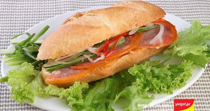 Bánh mì Pate của Hà Nội được du khách đặc biệt yêu thích