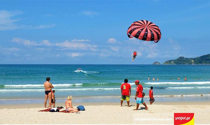 Bãi biển Patong náo nhiệt