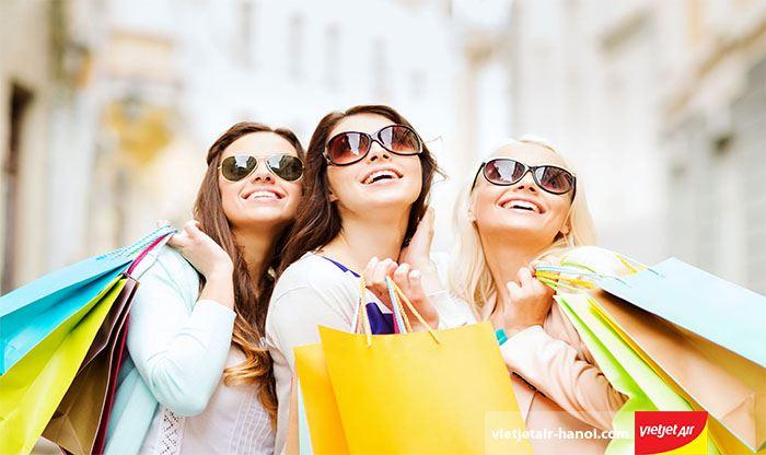 Trong mùa giáng sinh các trung tâm thương mại giảm giá khá mạnh