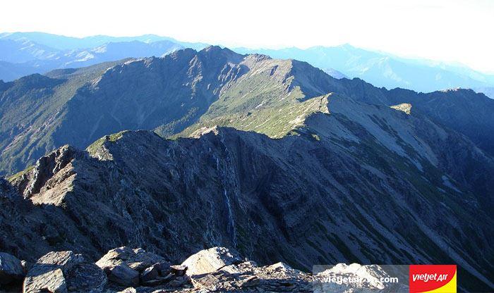 Núi Ngọc Sơn với những đỉnh núi cao thách thức