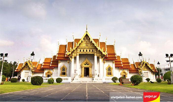Chùa Wat Benchamabophit Dusitvanaram thiết kế theo phong cách Châu Âu
