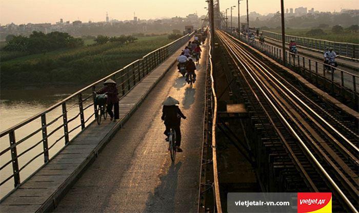 Cây cầu Long Biên yên bình