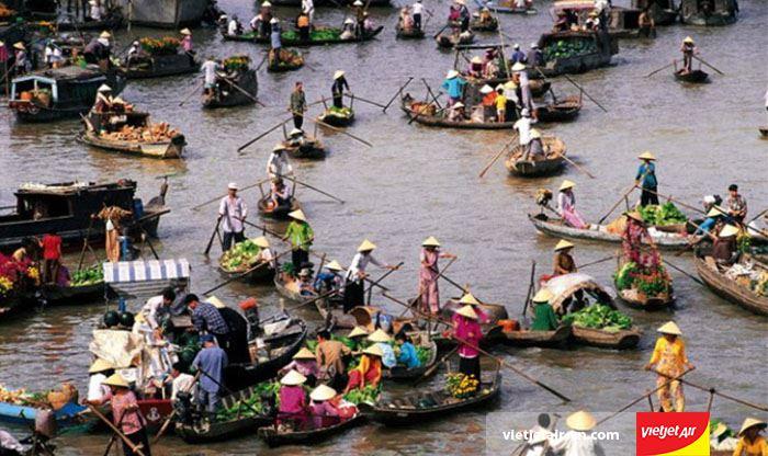 Chợ nổi Ngã Bảy độc đáo trên sông