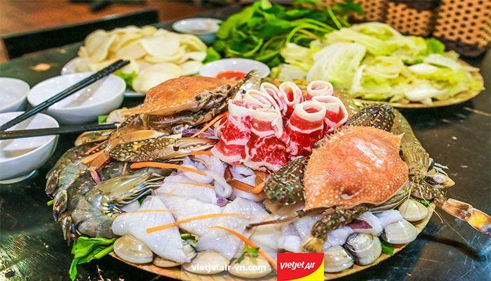 Quán lẩu hải sản Cua Biển Quán luôn đảm bảo hải sản tươi ngon, nước dùng đặc biệt