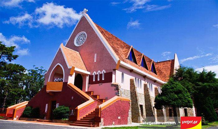 Nhà thờ Mai Anh yên bình mang phong cách cổ điển