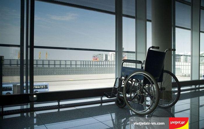 Dịch vụ hỗ trợ xe lăn cho hành khách khuyết tật Vietjet Air
