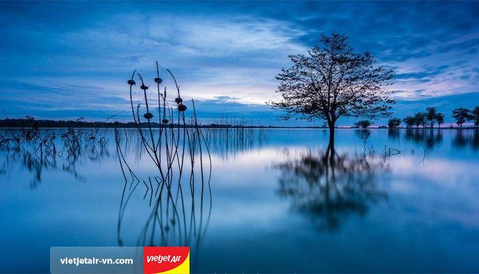 Chèo thuyền quanh hồ Ea Kao