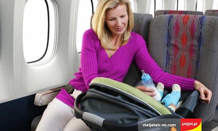 Trẻ em dưới 14 ngày tuổi không được đi máy bay