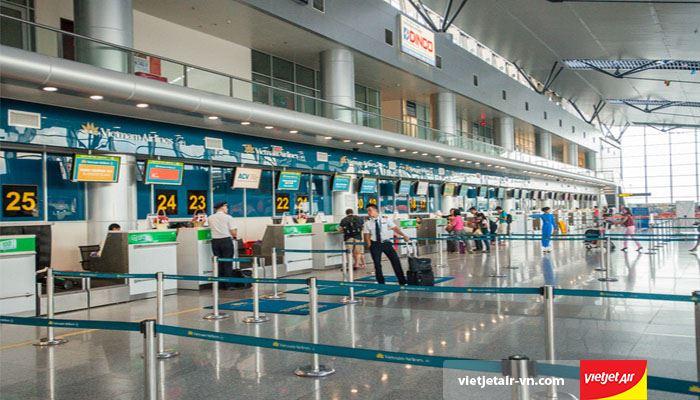 Khu vực làm thủ tục tại sân bay quốc tế Đà Nẵng
