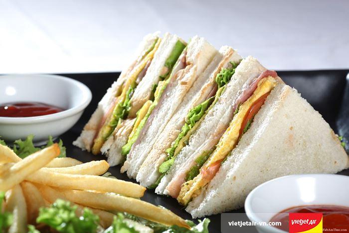 Nên chuẩn bị đồ ăn có thể ăn ngay như bánh mỳ sandwich