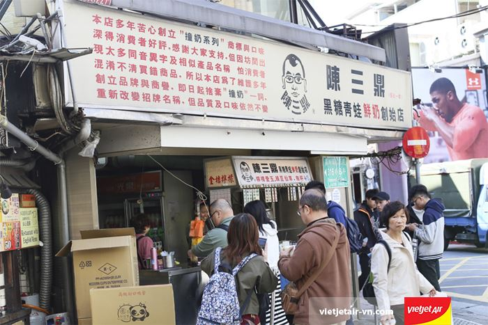 Xếp hàng chờ đến lượt tại Chen San Dinh