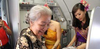 Người cao tuổi đi máy bay cần những loại giấy tờ gì?